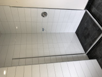 Bathroom by HEK Tiling Ltd - 200x600 on wall and 600x600 on floor