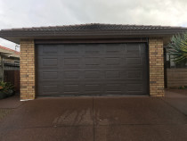 Sectional pressed panel in Lignite. - Installation by Hibiscus Garage Doors in Manly - This sectional pressed panel is Lignite coloursteel and includes full factory fitted insulation.