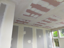 Plastering ceiling and walls - Plastering walls and ceilings with some square stop and external corners .