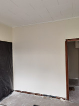 Skimming old wallboard - Skimming old wallboard to a smooth finished
