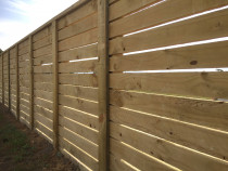 Horizontal fence using 100 x 25 R/S h3 rails