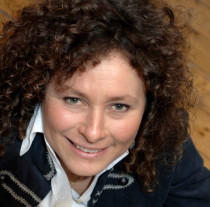 Your Builder - Myrthe Nitzsche - Director - Interior Architect - Qualified in the Nederlands (25 Years)