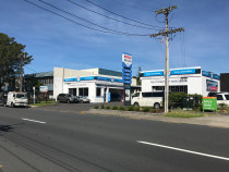 Anzac Automotive/Bosch Car Service Workshop - View of Anzac Automotive/Bosch Car Service from Anzac Road, Browns Bay