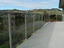 Glass balustrade with top rail completed by DECKHQ
