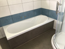 Bathroom wall, floor and bath sides. - Our client asked us to do this job on Waitangi Day and our staff finished everything in one day with using fast dry glue.