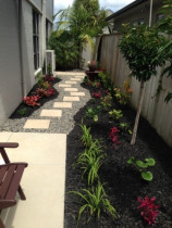 Stonefields subtropical - Subtropical planting, pavers, woodchip and river pebble