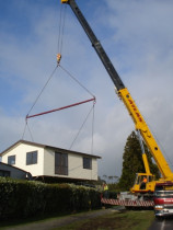 Craning a house - Craning a house