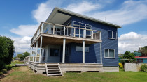 Linea weatherboard home - Resene Sonyx ( Red Owl Painters )