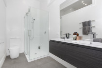 Renovation Central -  Bathroom by SD Construct