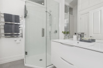 Renovation Central -  Bathroom #2 by SD Construct