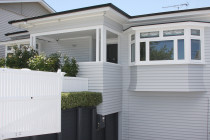 Westmere bungalow - View more examples of our work at www.walltreats.co.nz/gallery