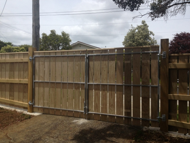 Absolute Fencing | Fencing Contractors Cockle Bay | NoCowboys